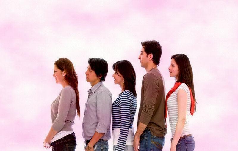 ¿Ser bajo ayuda a que las relaciones duren más?