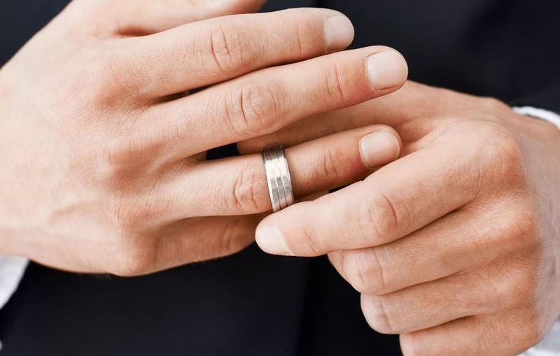2 razones por las que a los hombres les cuesta dar el sí